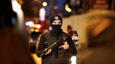 عنصر من شرطة اسطنبول