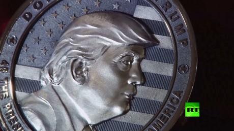 صورة لترامب نقشت على قطعة نقدية سكت في روسيا