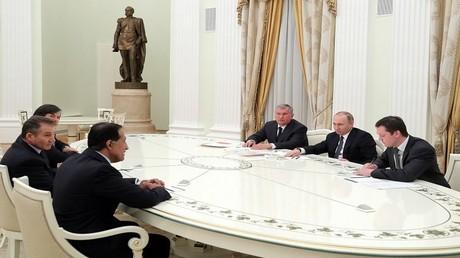 """لقاء بين الرئيس الروسي فلاديمير بوتين مع ممثلين من جهاز قطر للاستثمار وشركة """"غلينكور"""""""