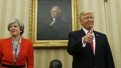 الرئيس الأمريكي، دونالد ترامب، خلال لقائه رئيسة الوزراء البريطانية، تيريزا ماي