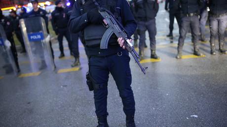 عناصر أمن أتراك