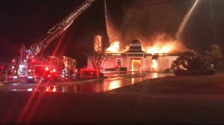 حريق هائل يلتهم مسجدا بولاية تكساس الأمريكية ويتسبب فى انهياره