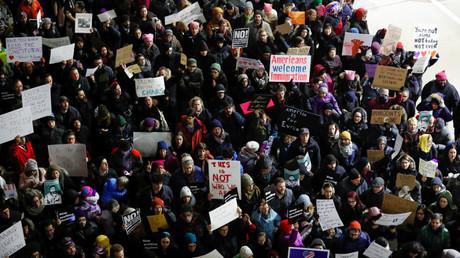 احتجاجات ضد قرارات الرئيس الأمريكي دونالد ترامب بشأن الهجرة
