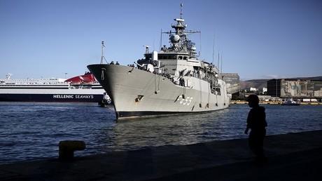 أرشيف - فرقاطة تابعة للبحرية اليونانية