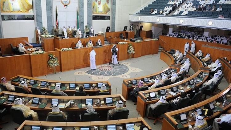 البرلمان الكويتي يبحث حجب الثقة عن وزير الإعلام والشباب بسبب إيقاف النشاط الرياضي