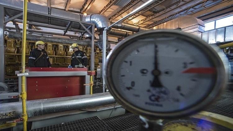 النفط يرتفع مدعوما بخفض روسيا و
