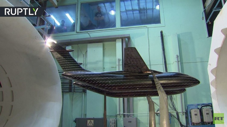اختبار نموذج طائرة ذات جسمين في ضواحي موسكو