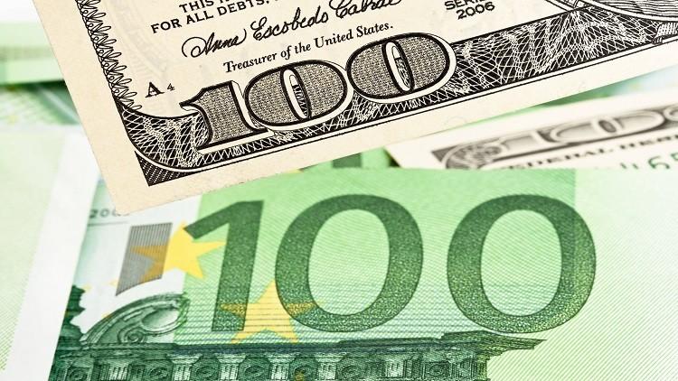 الدولار يسجل أسوأ أداء له في ثلاثة عقود