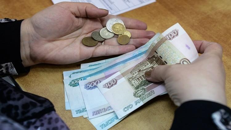 لليوم الثاني.. الدولار يتراجع أمام الروبل