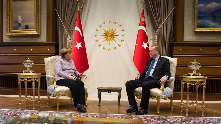 أردوغان وميركل يؤيدان استئناف المفاوضات السورية في جنيف