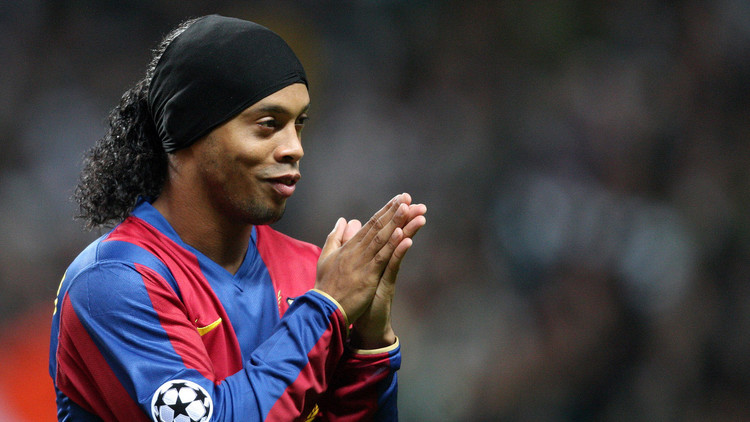 رونالدينيو يعود إلى برشلونة !