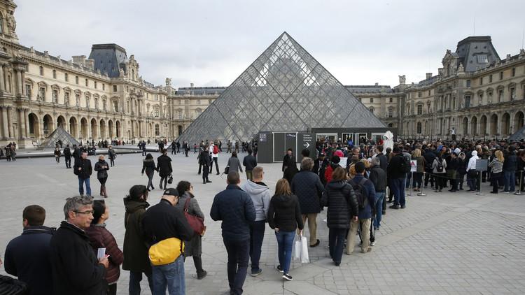 مصادر فرنسية: منفذ الهجوم على متحف اللوفر في باريس مصري