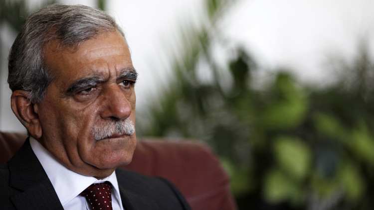محكمة تركية تأمر بالإفراج عن مسؤول كردي