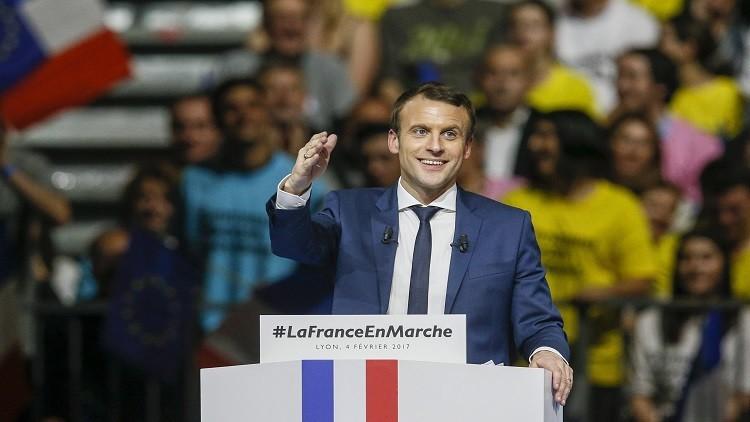 سياسي فرنسي يدعو علماء أمريكا للجوء إلى بلاده
