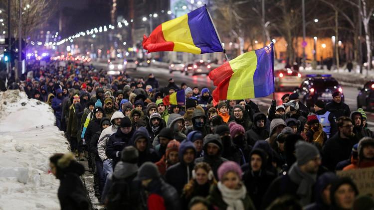 الحكومة الرومانية تلغي تعديلا سبب احتجاجات واسعة في البلاد