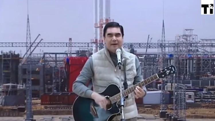 الرئيس التركمانستاني يقدم أغنيته للناخبين