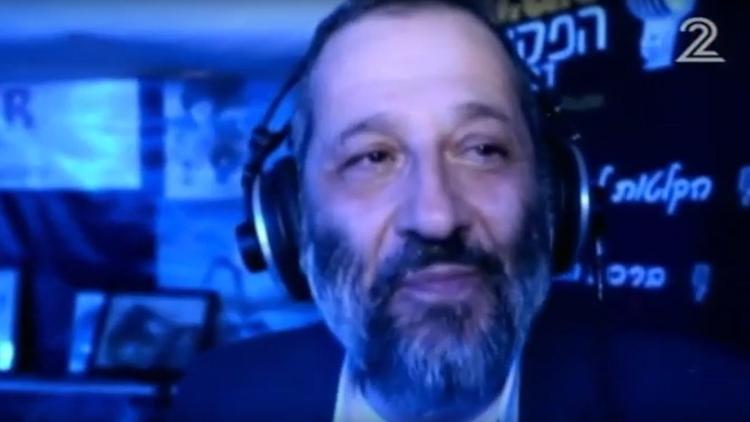 بالفيديو.. وزير إسرائيلي يستعين بـ