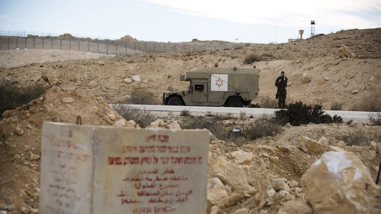 دبابات إسرائيلية تقصف غزة ردا على سقوط صاروخ