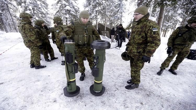عسكريون أمريكيون في إستونيا يسيرون على طول الحدود مع روسيا