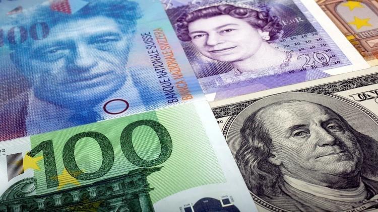 اليورو يتجه لأكبر انخفاض أمام الدولار منذ بداية 2017