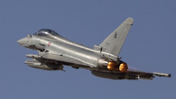 مقاتلات بريطانية ترافق طائرة مدنية باكستانية