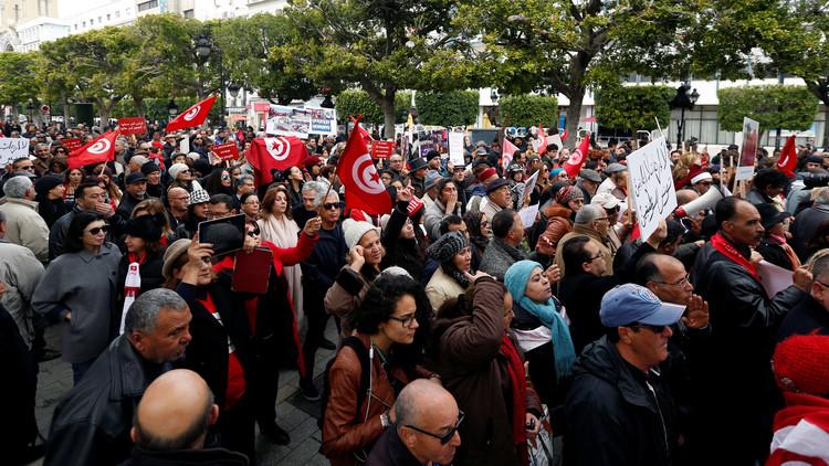تونس.. إضراب الأطباء احتجاجا على توقيف طبيبة