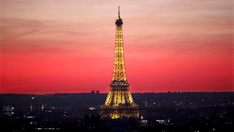 باريس تحوط برج إيفل بجدار زجاجي لمجابهة الإرهاب
