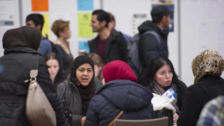 استطلاع: معظم الأوروبيين يؤيدون وقف الهجرة من الدول المسلمة