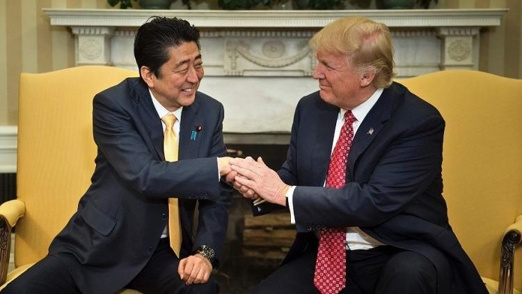 شينزو آبي في واشنطن على أمل إقامة علاقات شخصية وثيقة مع ترامب