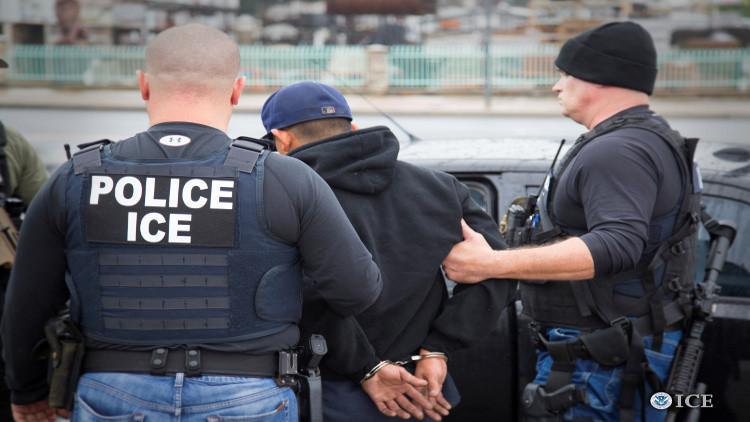حملة اعتقالات تطال مئات المهاجرين في الولايات المتحدة
