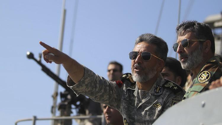 قائد البحرية الإيرانية: المدمرة الوند باقية في خليج عدن وتجاوزنا لأول مرة رأس الرجاء