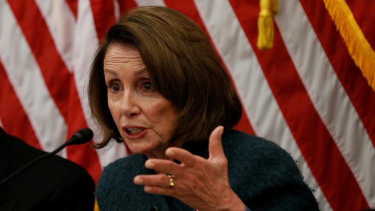 زعيمة الديمقراطيين في الكونغرس تدعو إلى تعجيل التحقيق في علاقات ترامب مع موسكو