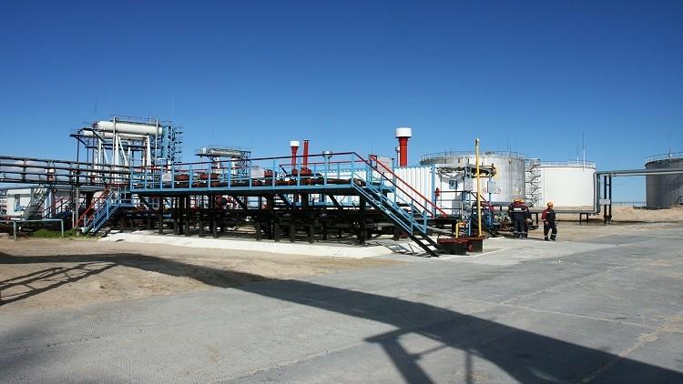 ارتفاع المخزونات الأمريكية يضغط على أسعار النفط
