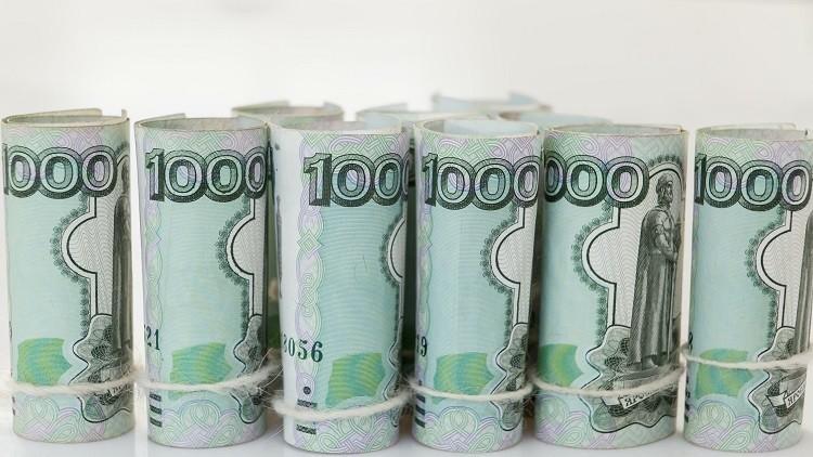 الروبل يعزز مواقعه أمام الدولار واليورو