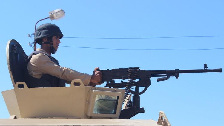 مقتل 5 جنود مصريين بتفجير مدرعة وسط سيناء