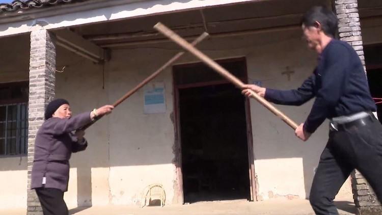 صينية في الـ94 من عمرها تمارس