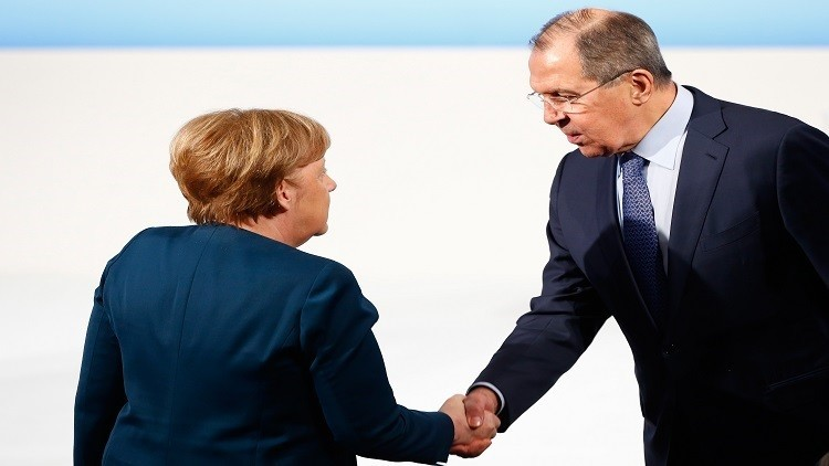 ميركل تأسف لعدم استقرار العلاقة الأوروبية الروسية على مدى 25 عاما
