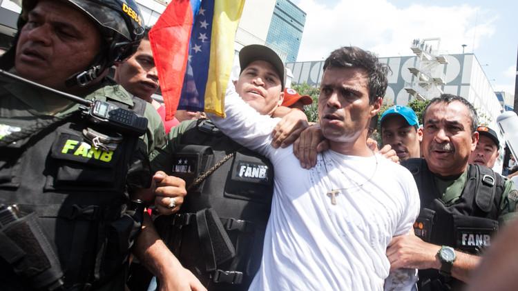 معارض فنزويلي بارز يدعو من سجنه للتظاهر