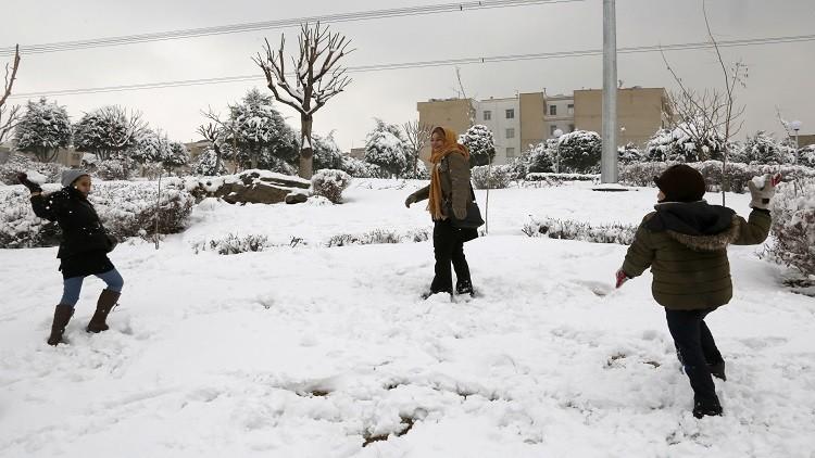 ثلوج وفيضانات وعواصف رملية تجتاح إيران