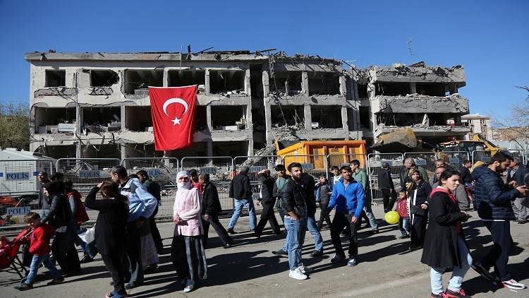 الشرطة التركية تعتقل 26 شخصا على خلفية تفجير مفخخة
