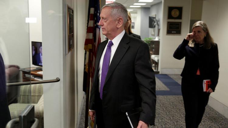 وزير الدفاع الأمريكي يصل الإمارات في أول زيارة للشرق الأوسط