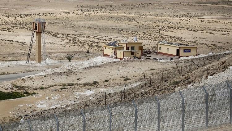 الجيش المصري يدمر نفقا ضخما شمالي سيناء