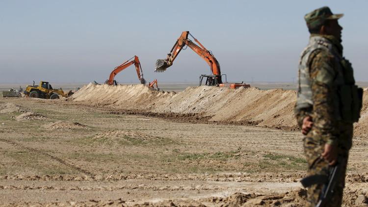 حفر خندق حول مدينة الرمادي لمنع تسلل عناصر
