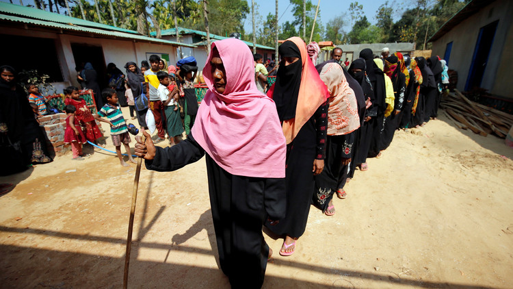 مئات الروهينغا يغادرون بنغلادش إلى بلادهم