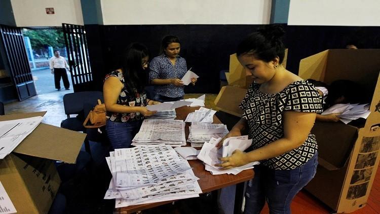 لينين يتقدم بانتخابات رئاسة الإكوادور