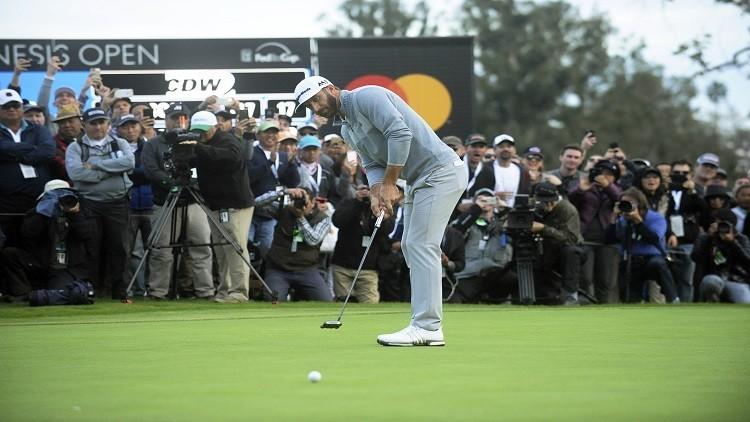 جونسون يتربع على عرش الغولف