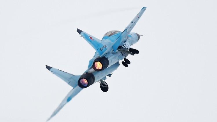 الإمارات تضع يدها بيد روسيا في سلاح الجو