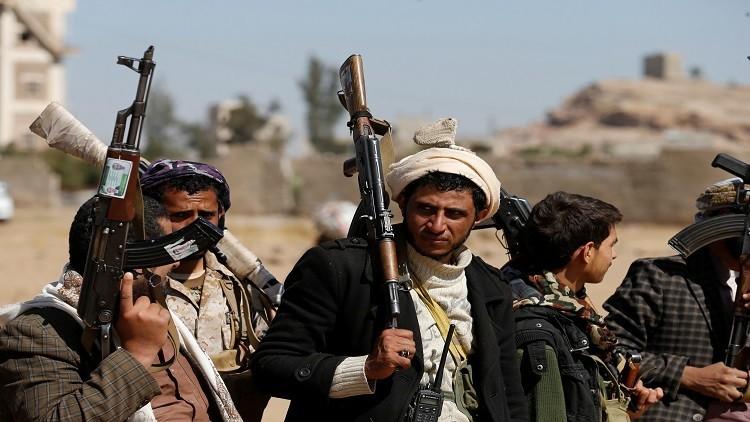 الحوثيون يعتقلون 12 موظفا بسبب صناديق إغاثة سعودية