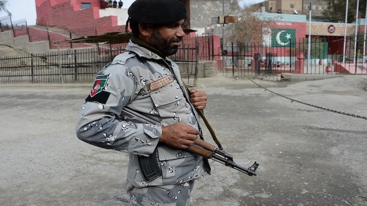 تقرير: نزوح مئات الأسر الأفغانية هربا من نيران باكستانية عبر الحدود