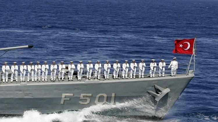 اقتراب خطير بين سفن حربية يونانية وتركية